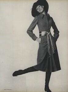 Going_US_Vogue_July_1970_32.thumb.jpg.e1adfbb7a3832272a4a9e47a05f256d0.jpg