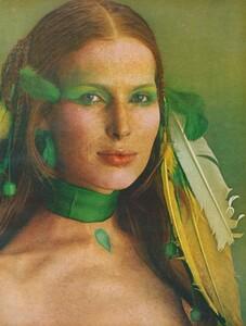 Joie_Makeup_US_Vogue_April_1st_1970_04.thumb.jpg.96002e4ae655a73832f709d17f8b02e5.jpg