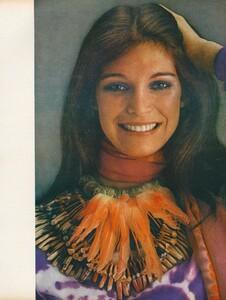 Joie_Makeup_US_Vogue_April_1st_1970_06.thumb.jpg.4547e107a4c8e55013d0e19bd4dc2a10.jpg