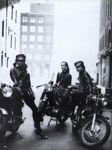 Lindbergh_US_Vogue_September_1991_11.thumb.jpg.2796f5fe78492525ac4c55437a98edc1.jpg