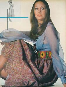 Little_Dress_US_Vogue_April_1st_1970_06.thumb.jpg.829a68f0a4c07e119f7b88bfe2a48d63.jpg
