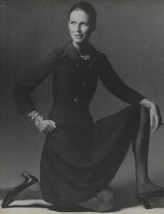 Mainbocher_Penati_US_Vogue_April_15th_1970_01.thumb.jpg.3de02b8f4a74ec29430d55543ea10bd7.jpg