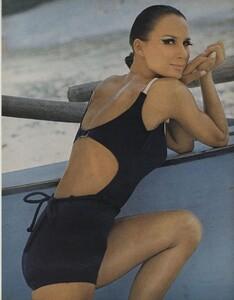 Ondine_Parkinson_US_Vogue_May_1965_02.thumb.jpg.4bef13aa1545e6a4fc0e7efaa8c6f9bf.jpg