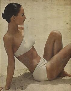 Ondine_Parkinson_US_Vogue_May_1965_04.thumb.jpg.055d761f3d8b7c269183ead523bd181f.jpg