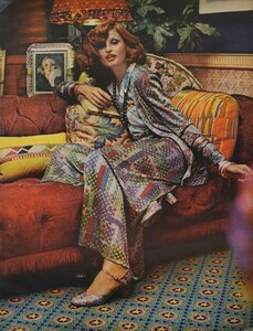 Pakchanian_US_Vogue_September_15th_1972_08.thumb.jpg.70f98ce52d465a3f3213d4af9520fc9d.jpg