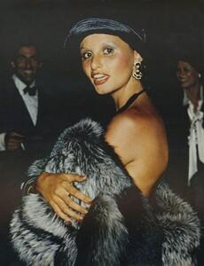 Pakchanian_US_Vogue_September_15th_1972_11.thumb.jpg.f1f1bdeab7b8d9159ffc431cf75f46ba.jpg