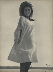 Parkinson_Horst_US_Vogue_January_1st_1965_10.thumb.jpg.091e1722e297425b4bff13b30eb45eec.jpg