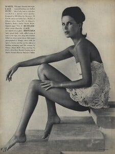 Parkinson_Horst_US_Vogue_January_1st_1965_13.thumb.jpg.88be05d5ec02e4c9d3127bfe21219e8f.jpg