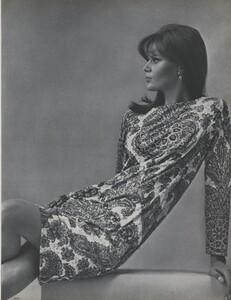 Penati_US_Vogue_May_1965_02.thumb.jpg.dd6b90c8485c60d098709e9c2136800b.jpg