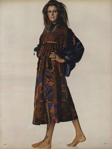 Penati_US_Vogue_October_15th_1970_04.thumb.jpg.48558558a1a0ee13a22d3f635e064a3e.jpg