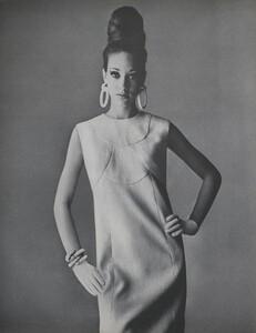 Penn_US_Vogue_May_1965_01.thumb.jpg.1582f0c0d5d24e8d4a688e44a6e67988.jpg