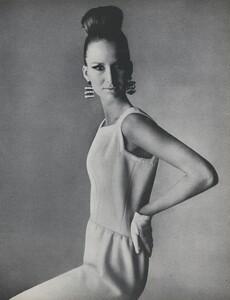Penn_US_Vogue_May_1965_04.thumb.jpg.1ce588098cc75855f47fd73e028a666a.jpg