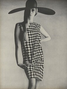 Penn_US_Vogue_May_1966_03.thumb.jpg.5009e87ca68116207cc0bfcfee5483a0.jpg