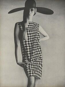Penn_US_Vogue_May_1966_03.thumb.jpg.7dc70bd78ddf9bd4711363655d9530de.jpg