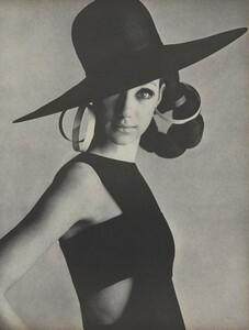 Penn_US_Vogue_May_1966_06.thumb.jpg.0a68156bd3d01309ae38a76e005c13e0.jpg