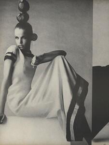 Penn_US_Vogue_May_1966_07.thumb.jpg.25b1570375684ca6f8a5fd0bb0ca8558.jpg