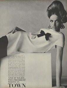 Penn_US_Vogue_May_1966_08.thumb.jpg.ec4b1698e8d3f2558804f7812b8c155f.jpg