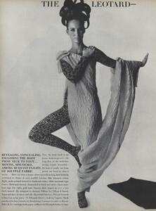 Predictions_Penn_US_Vogue_January_1st_1965_05.thumb.jpg.2a89fe119a219f85ac809ce74ea89ca4.jpg