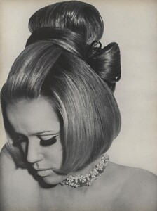 Predictions_Penn_US_Vogue_January_1st_1965_15.thumb.jpg.15728947c6feb5c6c6677de7d2dcbbea.jpg