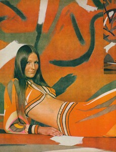 Pronto_US_Vogue_April_1st_1970_03.thumb.jpg.49c174f9f551bc0d943b9035df90d1e7.jpg
