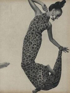 Romantic_Stern_US_Vogue_March_15th_1966_02.thumb.jpg.3b72efe3355ecd76afaee25215e33aa8.jpg