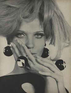 Rubartelli_US_Vogue_March_15th_1966_02.thumb.jpg.5a161b558084d3c0c7ded9b3323c8a27.jpg