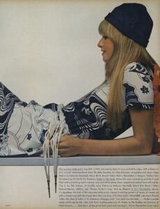 Sprints_Penati_US_Vogue_April_15th_1970_04.thumb.jpg.3dfd5652845306b44d730bb274acc6af.jpg