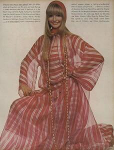 Sprints_Penati_US_Vogue_April_15th_1970_08.thumb.jpg.095a4d3012118c974f4b3caf38c90eda.jpg