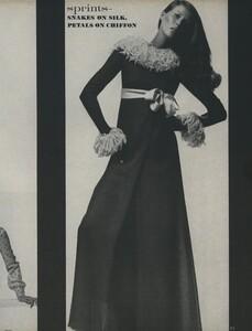 Sprints_Penati_US_Vogue_April_15th_1970_10.thumb.jpg.4e51332fab8197624adcae3c74c1e12e.jpg