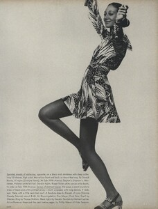 Sprints_Penati_US_Vogue_April_15th_1970_14.thumb.jpg.e2a2259ee39eec7648d1e79fcefcef58.jpg