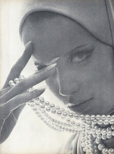 Stern_US_Vogue_January_15th_1965_01.thumb.jpg.28d6e6e1cc8e95ff3d02c171977f26d9.jpg