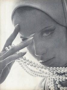 Stern_US_Vogue_January_15th_1965_01.thumb.jpg.93c35e7bc0b7edb6e66291a724d36be8.jpg