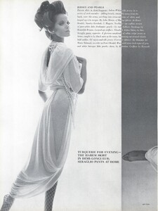 Stern_US_Vogue_January_15th_1965_03.thumb.jpg.1ab2e124a09f94d4ef4c5a179b8a6c5f.jpg