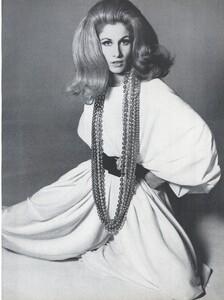 Stern_US_Vogue_January_15th_1965_04.thumb.jpg.689dc90b01968bb37d073f79bf4005ab.jpg