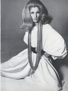 Stern_US_Vogue_January_15th_1965_04.thumb.jpg.92bb61f0dc994ece350fc9d2685c8ea9.jpg