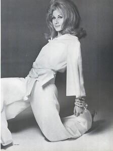 Stern_US_Vogue_January_15th_1965_06.thumb.jpg.a0c9b649673bf521a0a2bcf7eb064e22.jpg
