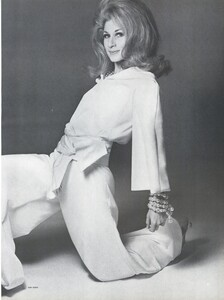 Stern_US_Vogue_January_15th_1965_06.thumb.jpg.e603669dec48a20857e80b4fe904839e.jpg