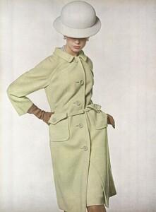 Stern_US_Vogue_January_15th_1965_13.thumb.jpg.8edb25f7491039c43b392d41053323f9.jpg