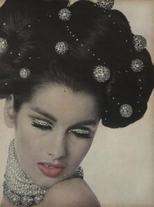 Stern_US_Vogue_January_1st_1965_02.thumb.jpg.c8e2eb950204a37ff4f5b5c03e748baf.jpg