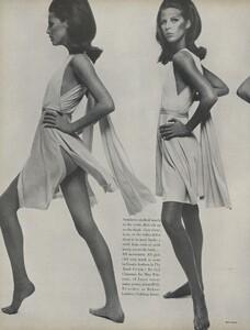 Stern_US_Vogue_May_1966_07.thumb.jpg.7cb520e7a70458df46bbc435e4e4715d.jpg