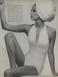 Stern_US_Vogue_May_1966_10.thumb.jpg.c2ae8d87c3348d16b776c576dcc55959.jpg