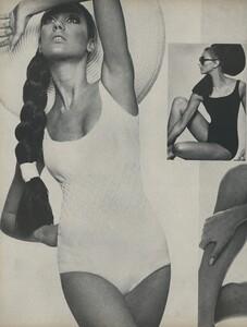 Stern_US_Vogue_May_1966_11.thumb.jpg.205c6dbf93ca00b2db448f532b6e7636.jpg