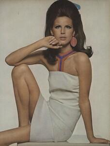 Stern_US_Vogue_May_1966_24.thumb.jpg.96fc4a8e0405b1051b842dfbf49cb37a.jpg
