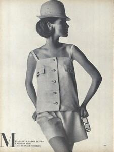 Sunnier_Penn_US_Vogue_January_15th_1965_01.thumb.jpg.26187edc8672dce38ef1113b68b252ce.jpg