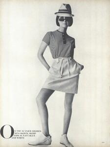 Sunnier_Penn_US_Vogue_January_15th_1965_03.thumb.jpg.bd414265b80b28c4647e9635a005b92e.jpg