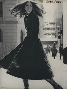 Zachariasen_US_Vogue_July_1970_03.thumb.jpg.251d42275f7a92b74e57868a01393e71.jpg