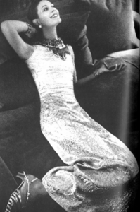 de_Rosnay_US_Vogue_April_1st_1970_03.thumb.png.8d358ba5be9aea6e0a1a391b20702f0f.png