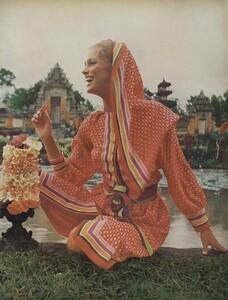 de_Rosnay_US_Vogue_December_1970_02.thumb.jpg.98f8b69a52b5c7b353baedb499f2f9d6.jpg