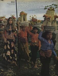 de_Rosnay_US_Vogue_December_1970_06.thumb.jpg.dd181f1199a4c38b886a57df60e8c92d.jpg
