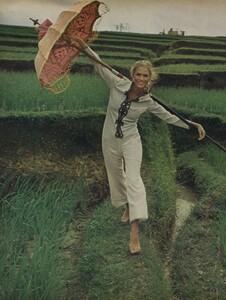de_Rosnay_US_Vogue_December_1970_09.thumb.jpg.678462673ac7c277a0192b190934c9e5.jpg